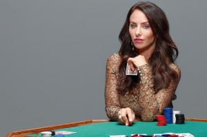 Molly Bloom table de poker jetons cartes