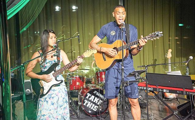 Hoarau concert guitare musique musicienne